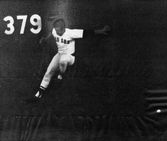 1975 lynn hits wall resized 600