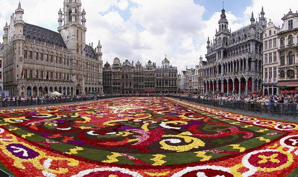 Brussels floral carpet B resized 600