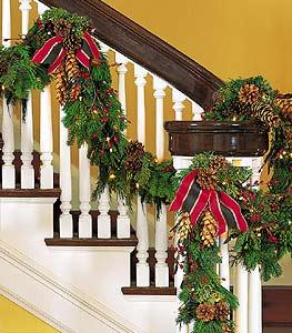 Christmas garland Boston resized 600