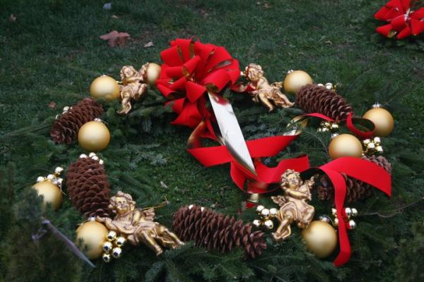 CHRISTMAS WREATH IN BOSTON resized 600