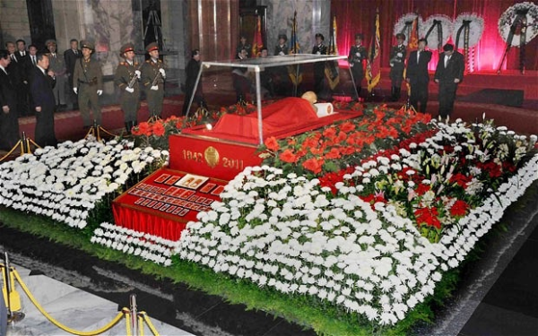 kim jong il funeral flowers resized 600