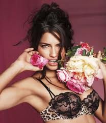 lingerie model flowers resized 600