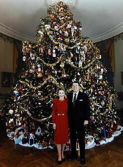 ronald-and-nancy-reagan-white-house-christmas-tree