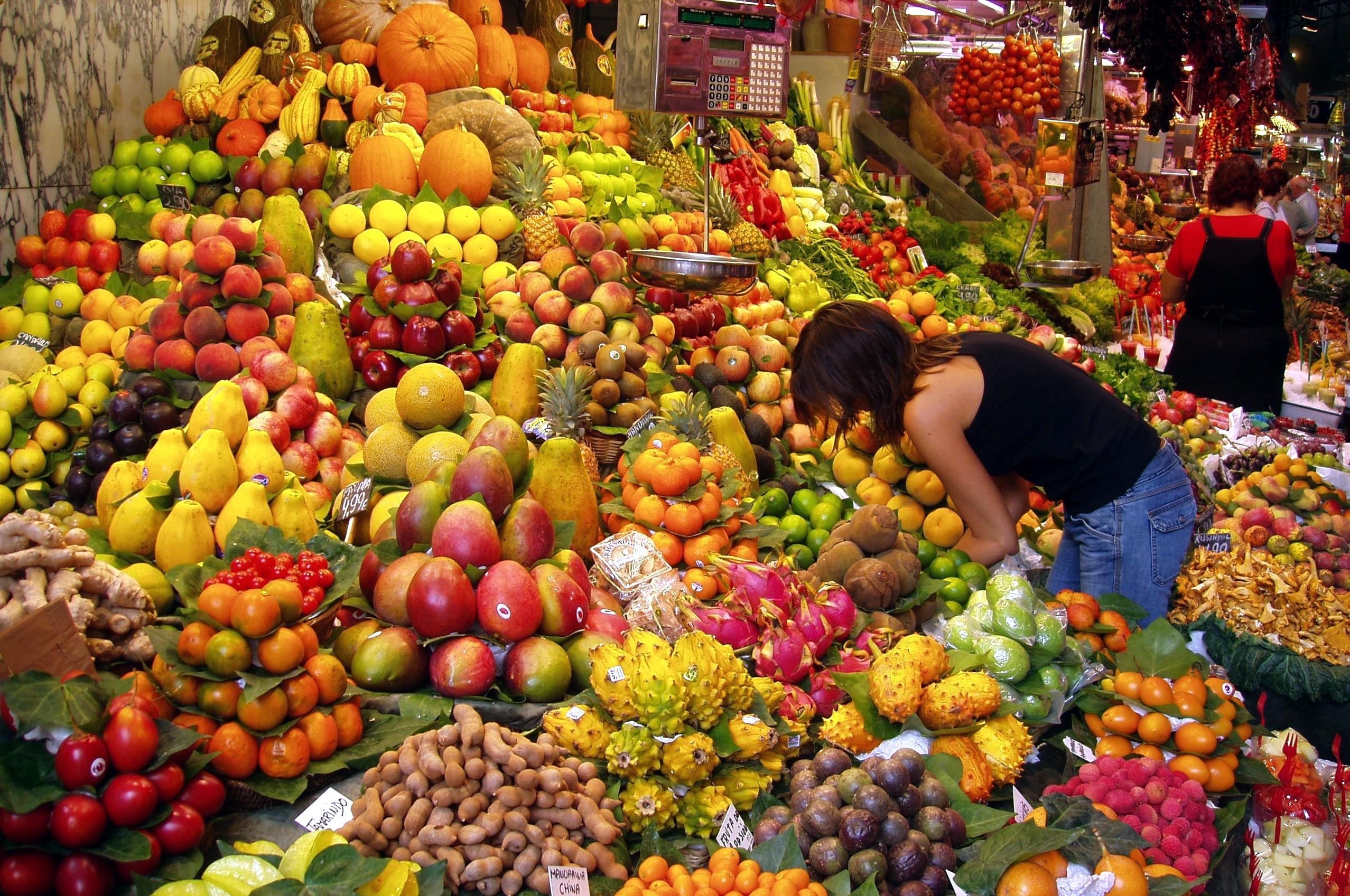 Fruit_Stall_in_Barcelona_Market